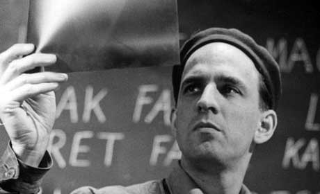 interviewing ingmar bergman analiz The solitary, poetic, fearful, creative, brave and philosophical mind of ingmar bergman has been stilled, and the director is dead at 89 death was an event on which he long meditated it.